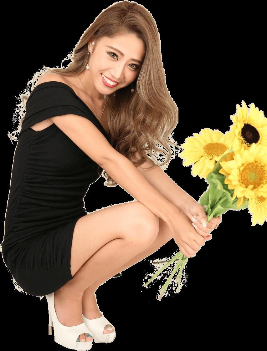 花を持ってしゃがむ女性の画像