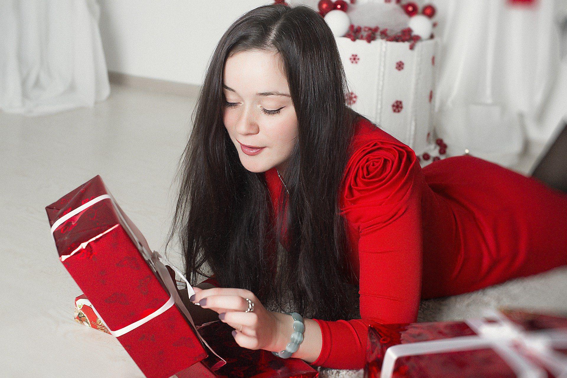 クリスマス後に大量出品される4℃…キャバ嬢がプレゼントを貰う際の注意点は?